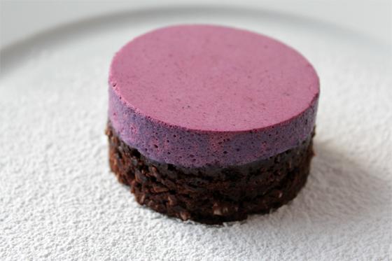 Chokoladekokosbund med blåbærmousse