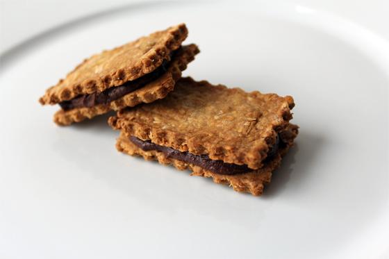 Lakrids-kokoskiks med chokoladelakridscreme