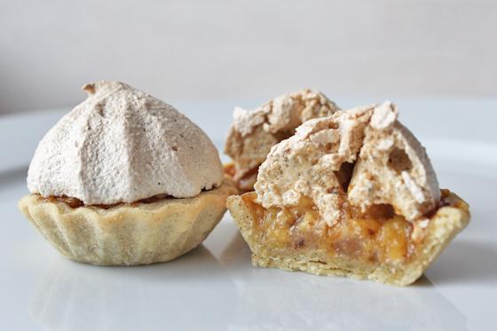 Ananastærter med lakrids og marengs