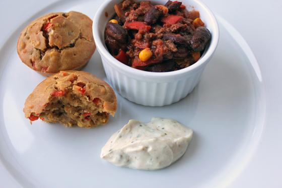 Chili con carne med muffins og lime-lakridsdip