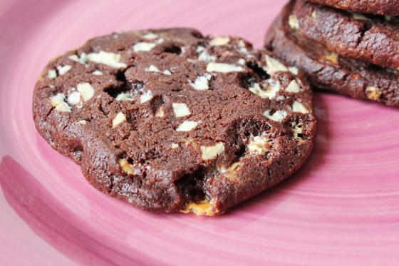 Cookies med hvid chokolade og skumfiduser