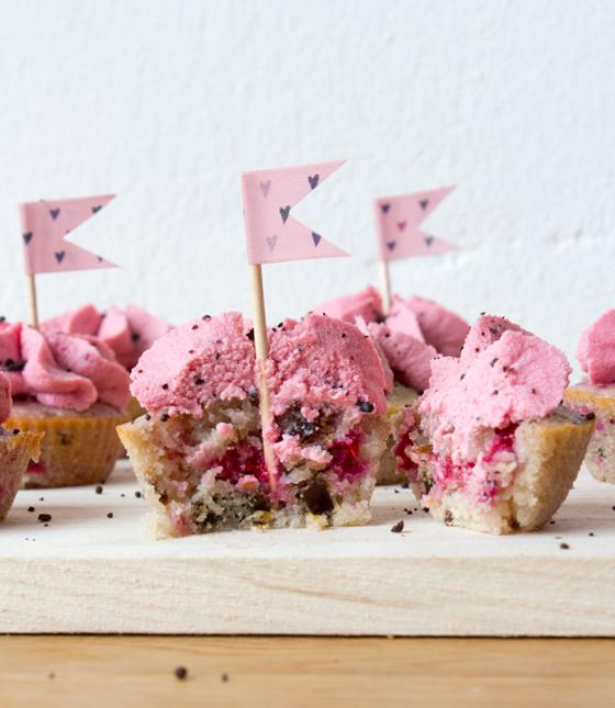 Mini cupcakes med hindbær og lakrids