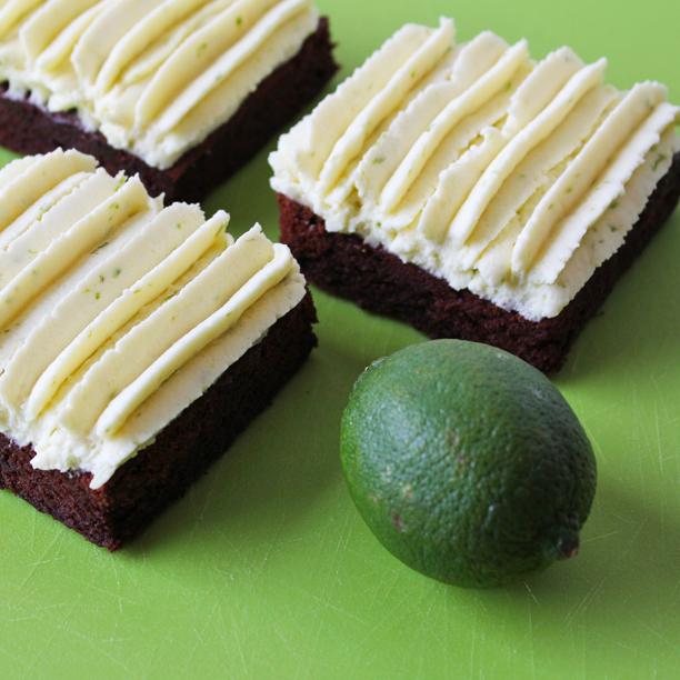 Chokoladekage med lakrids og frisk limecreme