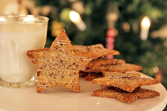 Stjerneformede lakridssmåkager med chokoladeganache